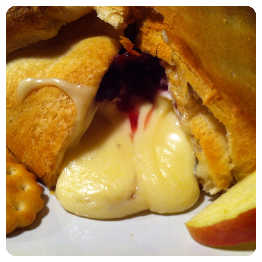 baked brie in crescent dough